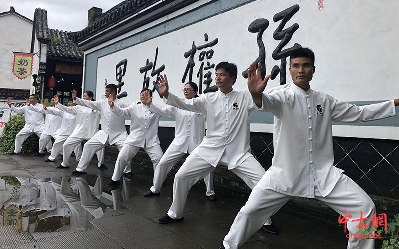 """杭州陈建强太极拳馆受邀参加龙门古镇""""汉服大咖秀"""""""